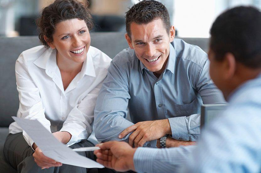 Candidats souriants pour un poste d'expert-comptable au sein de Schneider Linster Fiduciaire